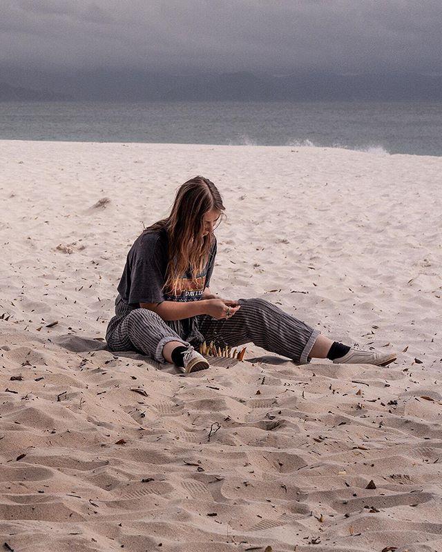 Whatchyaaaa doing? | 2 of 2 | • • • • • #sandybeaches #lifesabeach #coromandel #eastcoast #sandcastles #triptych #doitforthegram  #Sony #Sonyalpha #nzmade  #nz  #capturenz #beautifulplaces  #coastline #discover_newzealand #landscapecaptures #purenewzealand #splendid_earth #wanderlust