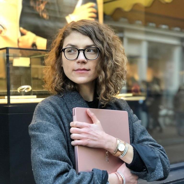VALENTINA PETKOVIC - EVENT ASSISTANT