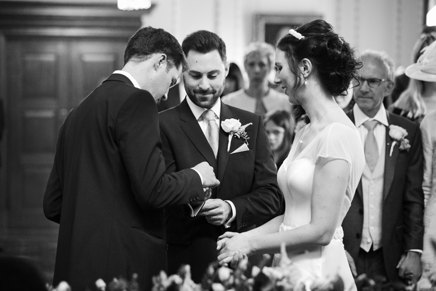 london-documentary-wedding-photography-at-stationers-hall 25