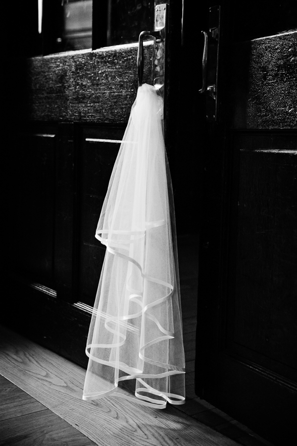 london-documentary-wedding-photography-at-stationers-hall 53