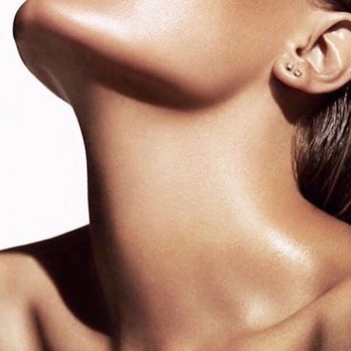 Interested in tightening the skin around your neck area? Ultherapy might be your perfect answer. Ultherapy is a non-surgical, non-invasive rejuvenation procedure for the face, neck and chest. It uses ultrasound + the body's own natural healing process to lift, tone & tighten loose skin. Works a treat.# skintightening #Ultherapy #youthfulskin #youngerskin #reviverefreshrestore  #immersionclinicalspa
