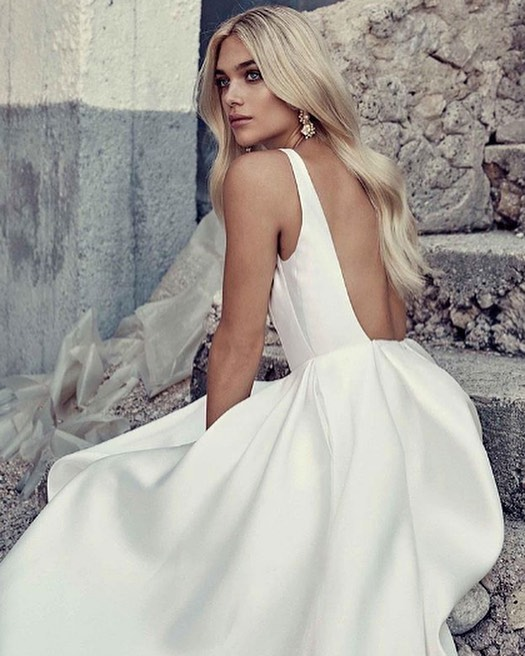 Bride to be?! Microdermabrasion & chemical peels are perfect treatments to prepare your skin for a flawless make up application! Booking your first appointment 4-6 months prior to your wedding to date will encourage the best results. #weddingskin #Microdermabrasion #chemicalpeels #skinhealth #skingoals #immersionclinicalspa