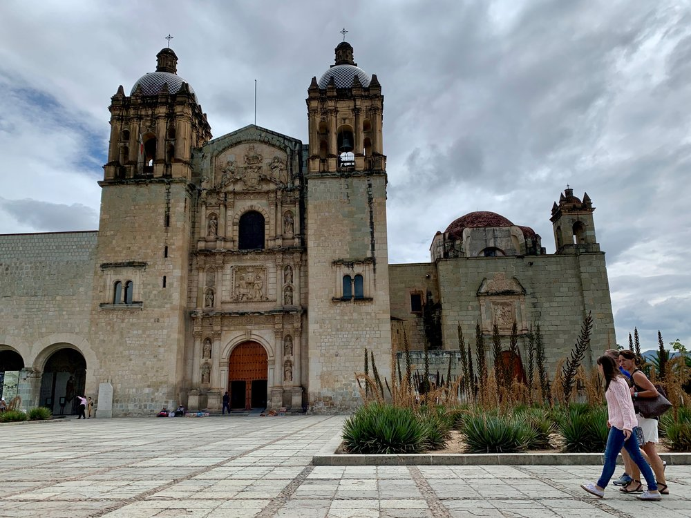 The Bed and Breakfast of Casa de los Angeles its 800 meters walking distance from Church of Santo Domingo.