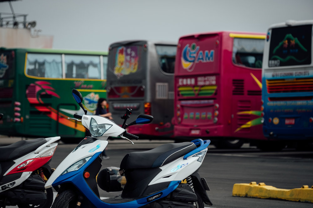 Tour buses at Qigu Salt Mountain - Fujifilm X-H1 / XF16-55mmF2.8