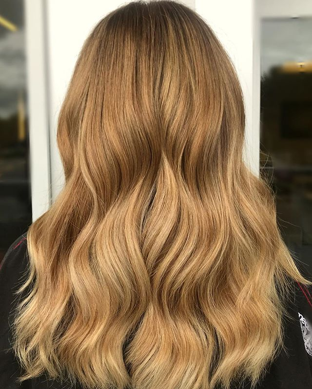 🍂🍁Happy Autumn🍂 🍁 Balayage by @lisa_l3  #fallhaircolor #balayage #colourmelt #lorealpro #pureology #hairgoals #haircolourideas #newhair #olaplex #brazilianbondbuilder #healthhair #bestsalon #colourist #uptownwaterloo #kwawesome #autumn2018