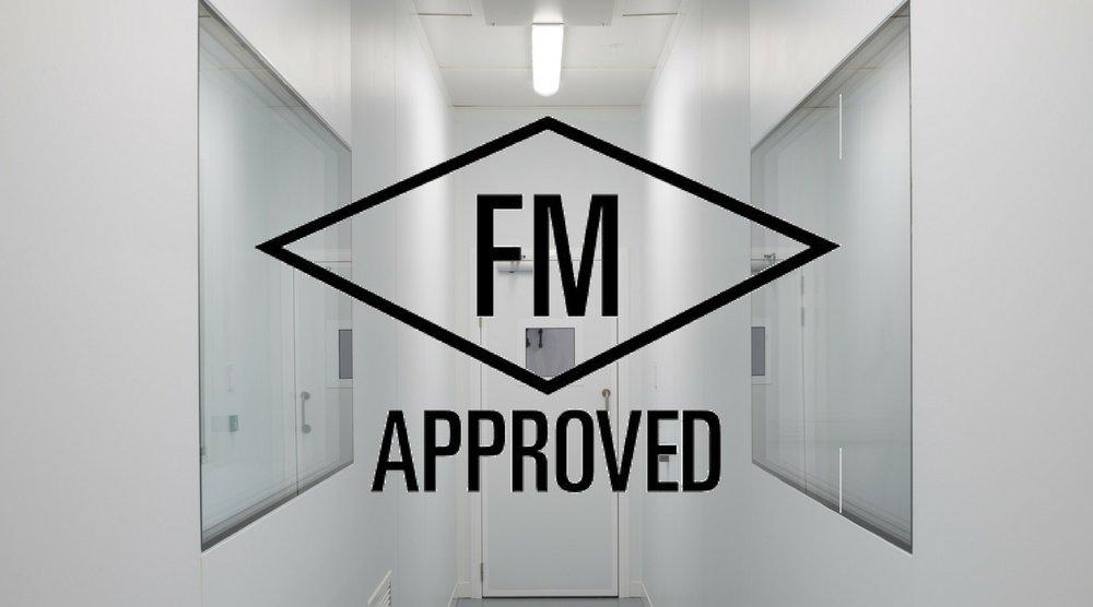 Placas e telhas térmicas com núcleo isolante em PIR certificados pelo FM Aprovals, no teste de desempenho contra fogo e alastramento de fumaça. -