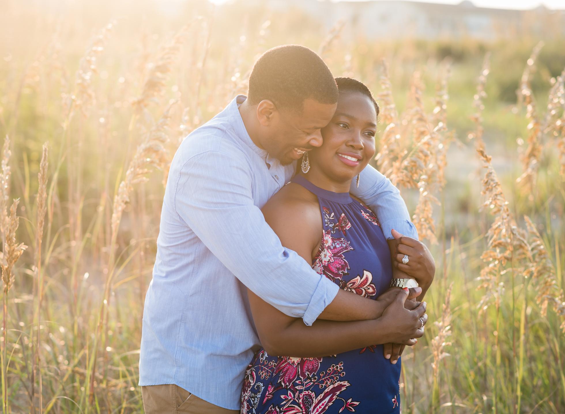 北端弗吉尼亚海滩订婚夫妇肖像摄影师周年纪念