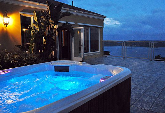 hot-tub-at-night.jpg