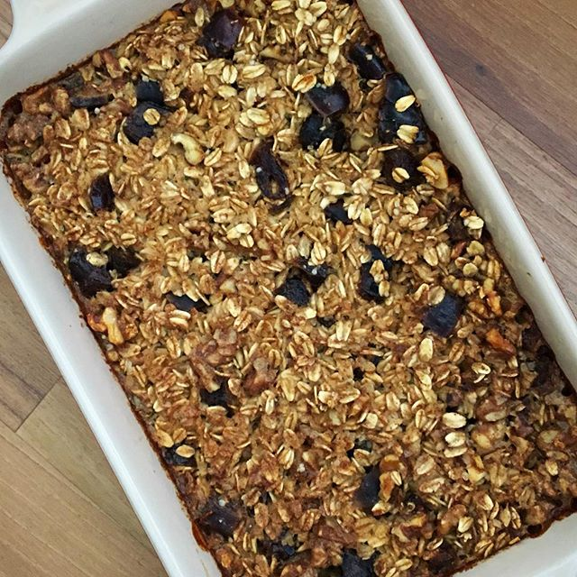 I have been making this date and walnut baked oatmeal weekly, it's the perfect winter breakfast and my family's new favourite oatmeal. Dates add such a great sweetness and pack a good nutritional punch; they have prebiotics which help support a healthy gut which is important for physical and mental health, fibre, a few B vitamins, and minerals like potassium and copper.  What are your favourite oatmeal add-ins?  Here's how I made it: Combine 2 cups of large flake oats, ½ each of chopped dates and walnuts, 1 tsp cinnamon, two tbsp maple syrup, and two cups of milk (dairy or non-dairy) in a bowl. Mix and pour intake a lightly greased baking tray (I use 8x8). Bake at 400°F for about 35 minutes or until set. Serve with some more milk and enjoy. I also added some hemp hearts as well and you could add ground flax or chia seeds too.  #breakfast #oatmeal #dates #walnuts #brainfood #vegan #glutenfree #mood #brainfood #mentalhealth #guthealth #fibre #prebiotics #bakedoatmeal #prebiotics #dietitian #breakfastideas #makeahead #momlife #yyzblogger #coldweatherfood #healthyeats #healthyeating #maplesyrup #guthealthy #nutritiousanddelicious #whataveganeats #breakfastideas #letscookvegan