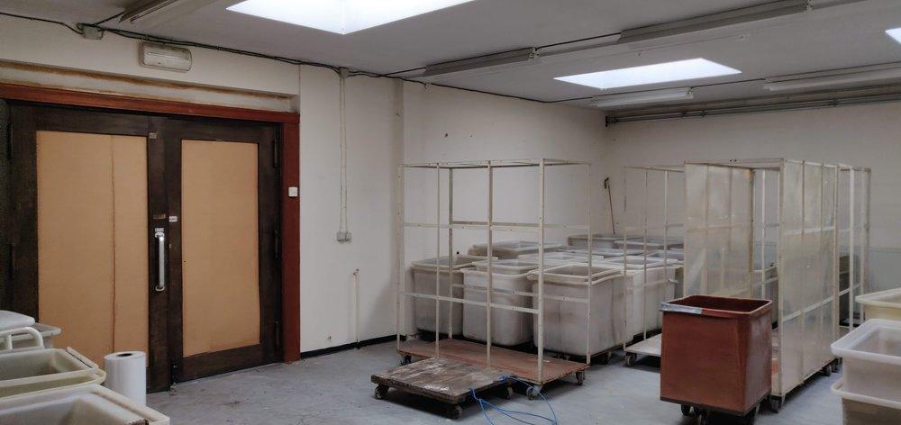 - Sint-Niklaas, Kasteelstraat 20Woning met grote studio/atelierruimte ter beschikking.Mogelijkheid tot Artist in Residence