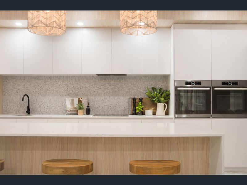 Modern coastal Hamptons kitchen Gold Coast Building and Renovations