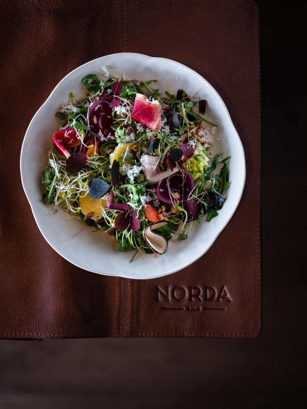 Norda restaurant oslo The Hub fotograf Mats Dreyer salat fra taket