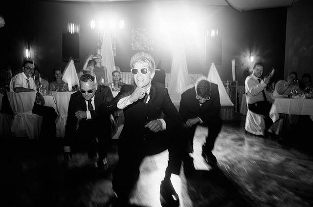 // it's a party. #hutmannhochzeiten . . . #love #party #blackandwhite #weddingparty #weddingday #blackandwhitephotography #weddingphotography #partytime #weddingphotographer #weddinginspiration #partylife #bnw #happiness #forever #celebration #happy #weddingtime #weddingseason #weddinginspo #weddingideas #weddinggoals #weddingfun #funtimes #partymusic #music #bnwphotography #letsgettwisted #bnwmood #weddingdocumentation