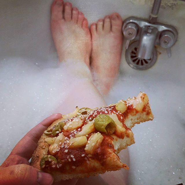 Living my very best life over here. 🛀🍕🥰