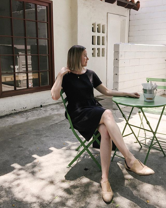 Why am I wearing this @linenstitch black dress on a hot day? Because it's linen, which is keeping me cool in the 100 degree heat! It also hides the 🥓 🍳 sandwich I scarfed down. It's a must have dress and one I'll be wearing a lot! Shout out to Lauren @linenstitch for making this awesome dress and to my mom for being my photographer while she visited 😍 •⠀ •⠀ •⠀ #linenstitch #ethicalfashion #ojaistyle #ojai