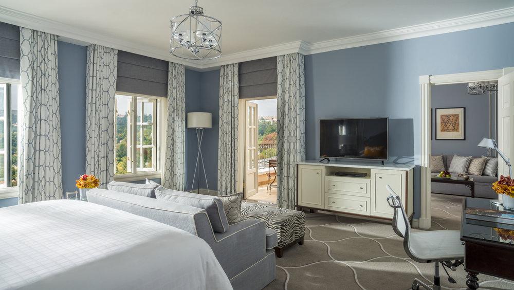 Deluxe 1 bed Suite bedroom.jpg