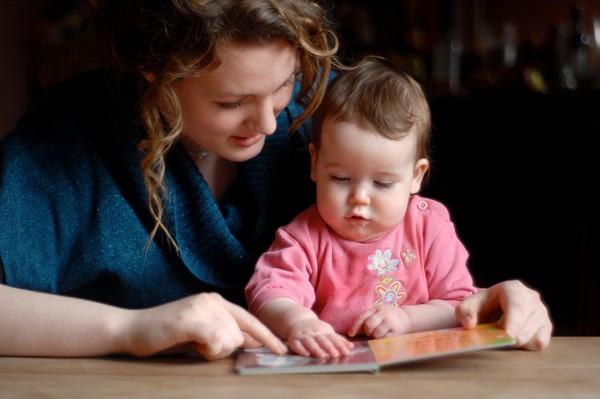 mom-baby-reading