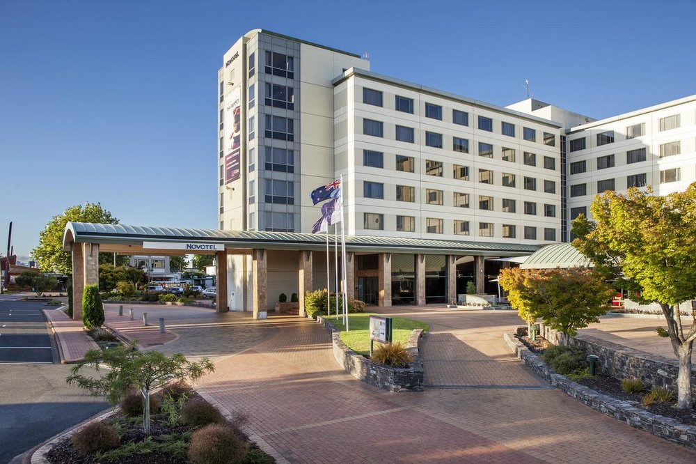 Novotel Rotorua - At the best location you can find in Rotorua, the hotel sits between the lake and Eat Street in the town centre. Modern hotel with indoor pool and spa, you can't go wrong.