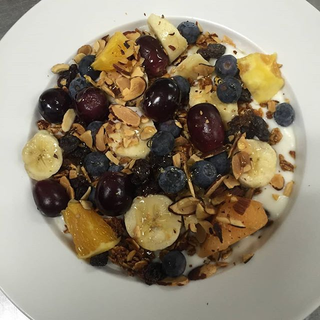 Almond granola for brunch is so simple yet so delicious! Need something light to get your Saturday morning started? Then come in & grab one of these!! Serving brunch until 1pm! 🙌☕🍴