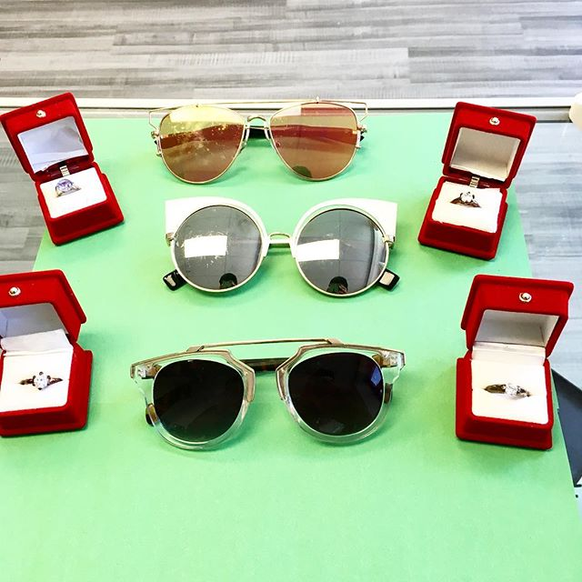 Don't forget the small things! 💍New sunnies and pretties are in 💎  Vintage, trendy, and 🔥🔥