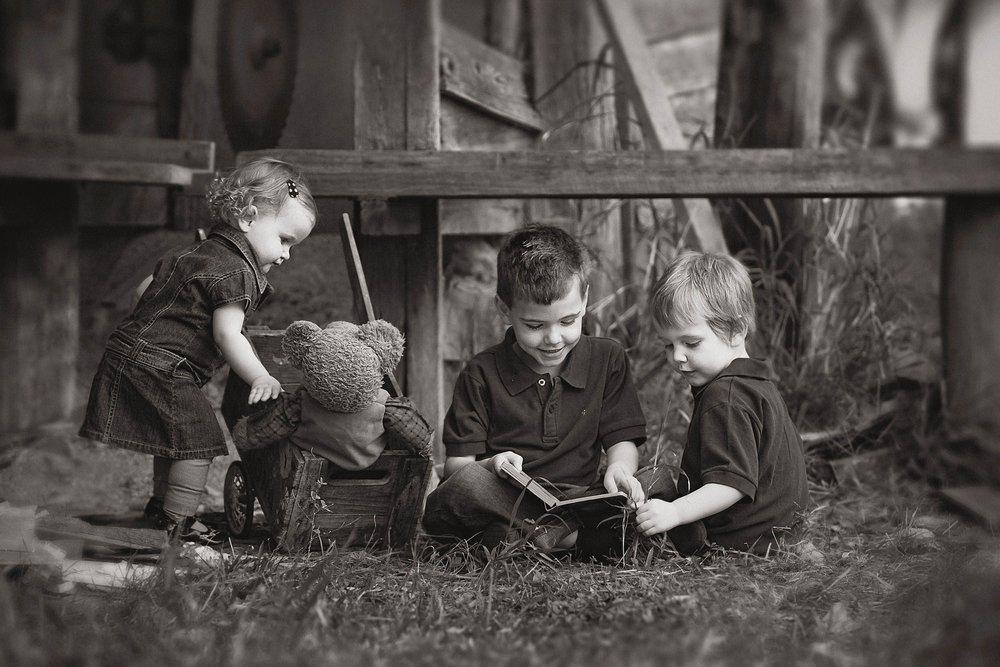 black and white natural light portrait of kids-natural portrait of kids playing  .jpg
