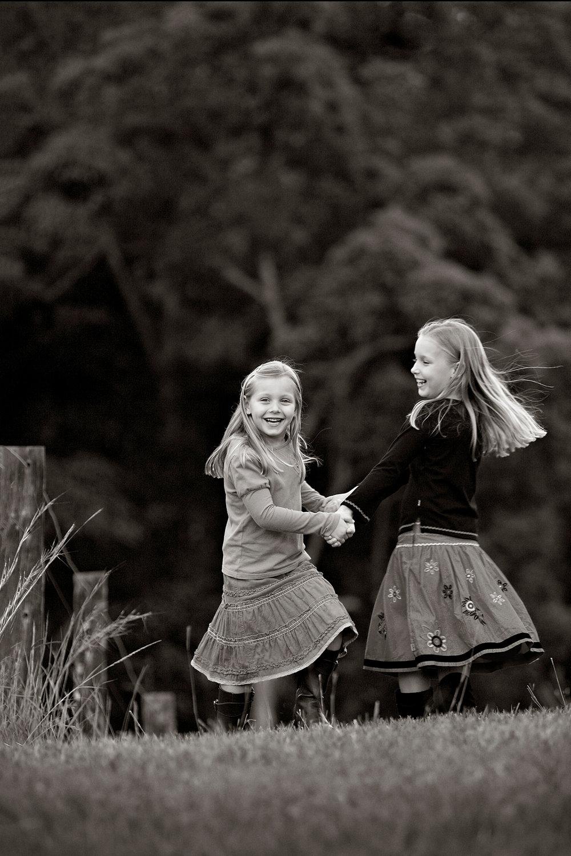 Tutorials-girls-playing-sisters-dancing-natural-light-portraits.jpg