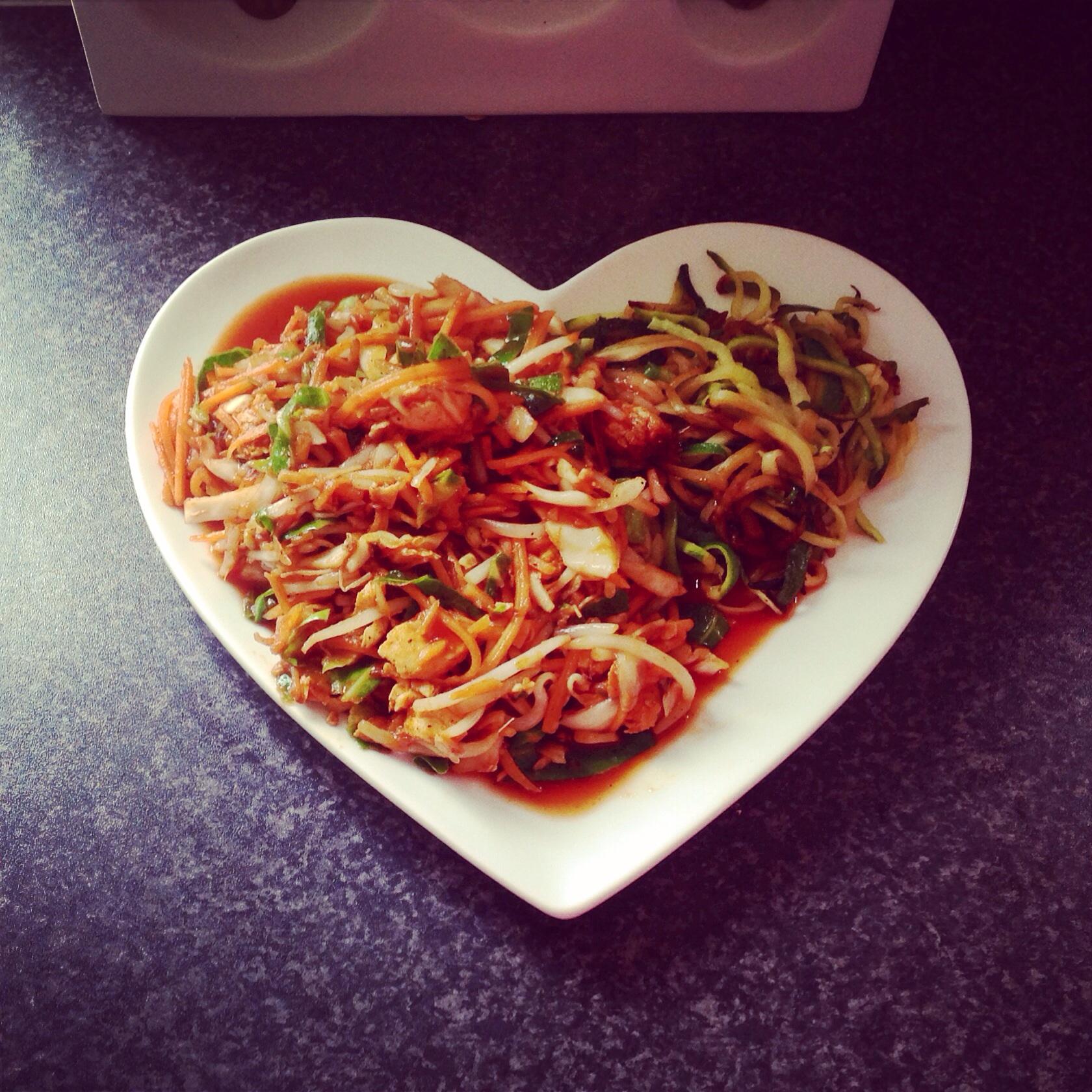 Salmon stir fry courgetti noodles