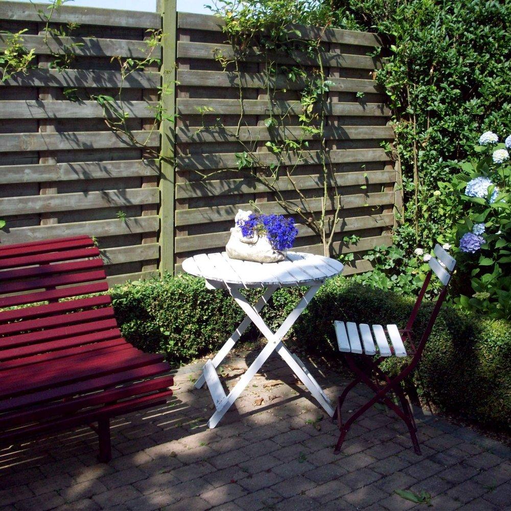 terrasje-gastenverblijf-diepenbeek.jpg