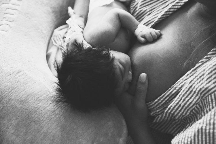 breastfeedingb+w.JPG