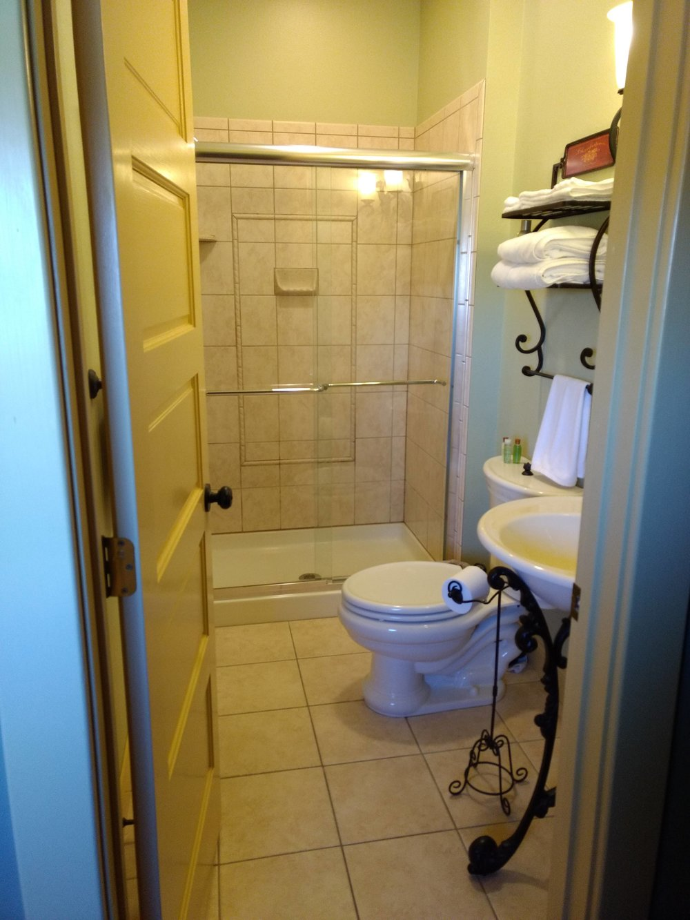 The Falls Room En Suite Bathroom