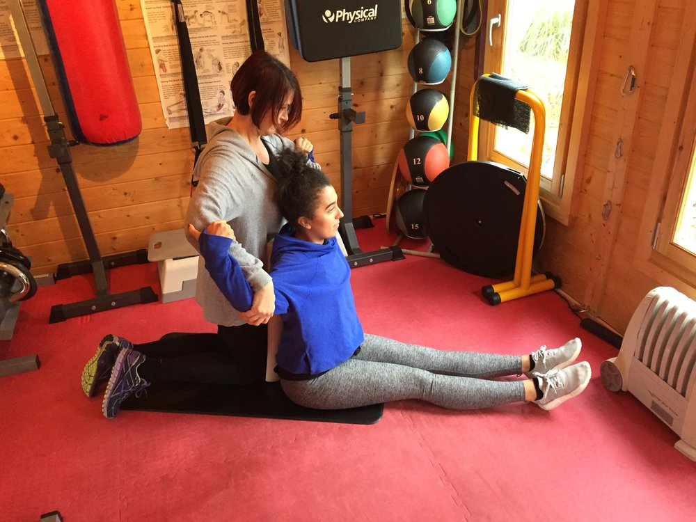 Personal Trainer Woking Stretching5.jpg