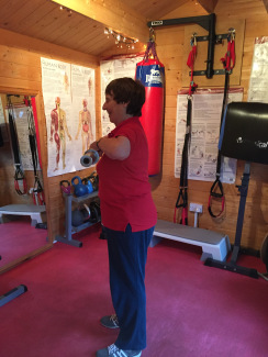 Personal Trainer woking weights3.jpg