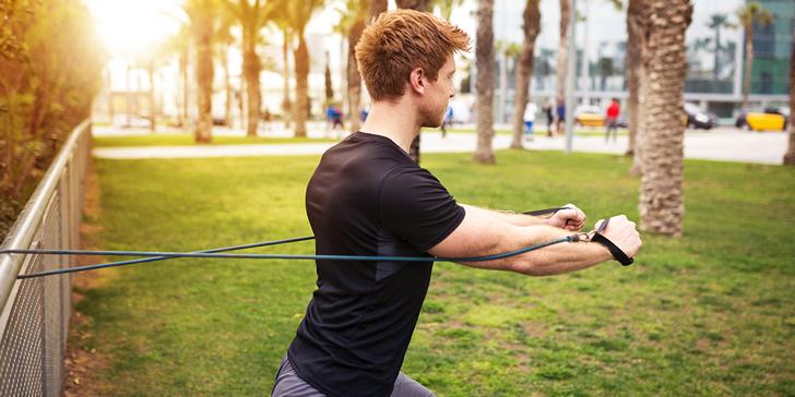 personal trainer woking resistance bands.jpg