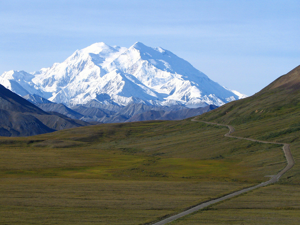 Mount_McKinley_and_Denali_National_Park_Road_2048px