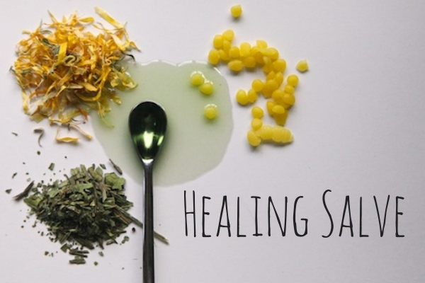 Make your own healing salves - burn salve, healing salve, black drawing salve. :: nurturedmama.net