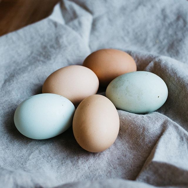 Happy Easter everyone! Seems like an appropriate time to talk about...eggs! Can people with histamine intolerance eat eggs? Sort of. Egg whites, particularly uncooked egg whites contain histamine liberators. So be sure to cook your eggs or bake with the yolks instead of the whole egg. Also if your histamine bucket is full or it's allergy season you may not be able to tolerate eggs but can find that you have no problems at other times of the year. It's all about trying things and observing if you have a reaction.  I find that I can tolerate eggs even when my histamine bucket is full. Everyone is different so try it out and see what works for you.