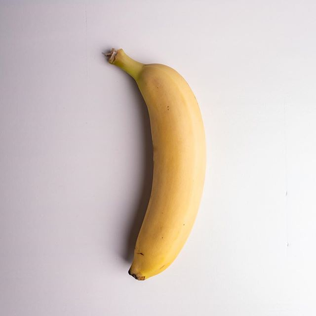 The sht is bananas. B A N A N A S. 🍌(name that song!). Unfortunately with histamine sensitivity you may have problems with bananas. They are a histamine liberator and can also cause cross-reactivity for people with a latex allergy.  Some solutions that may help: 1. Try using frozen bananas in your smoothie 2.  Try eating them before they get ripe (and are still greenish) 3. Try eating organic bananas 🍌