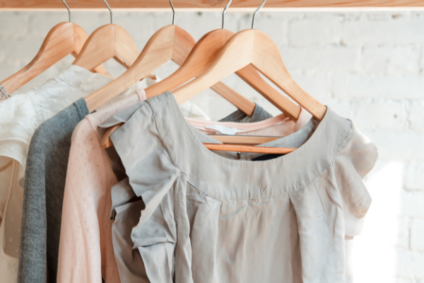 When to Get Rid of Clothes: 10 Rules You Need to Know — Shopping on  Champagne