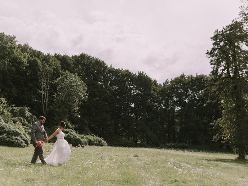 RR_800x600_couple in faded field, bun w hairpiece.jpg