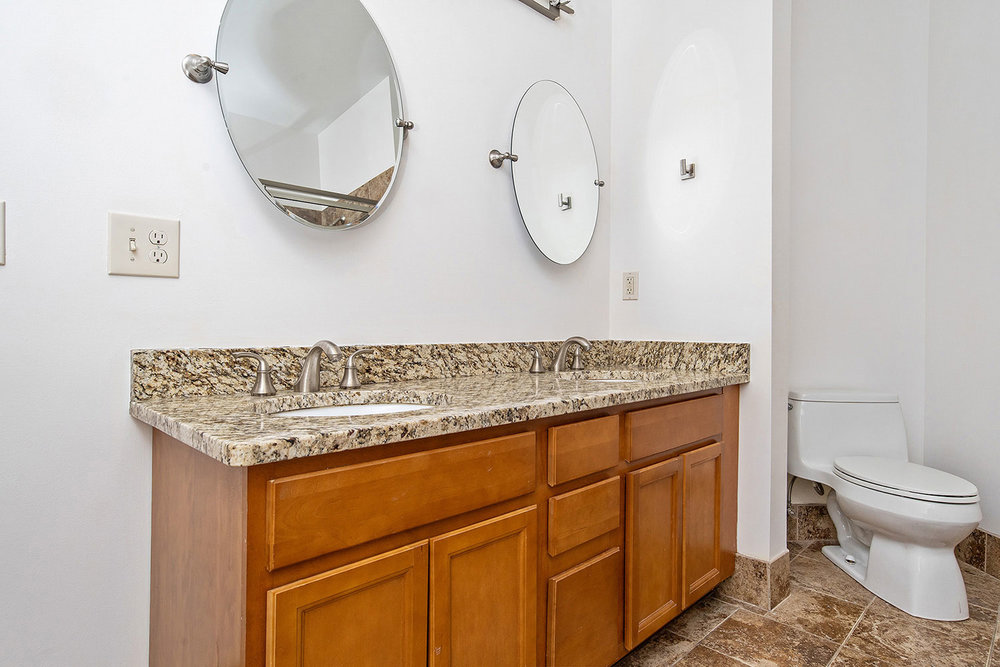 the-telephone-building-providence-rhode-island-luxury-apartment-guest-bathroom.jpg