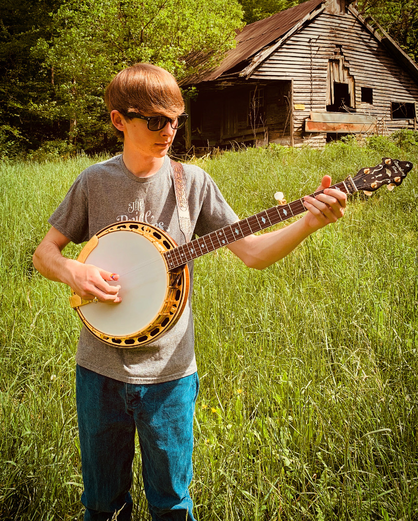 Lincoln Hensley plays the Custom Gold Elite