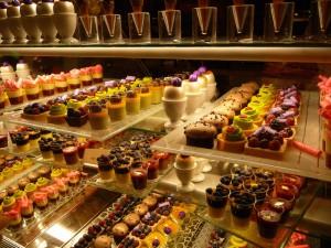 dessert_trays_Wicked_Spoon_Buffet