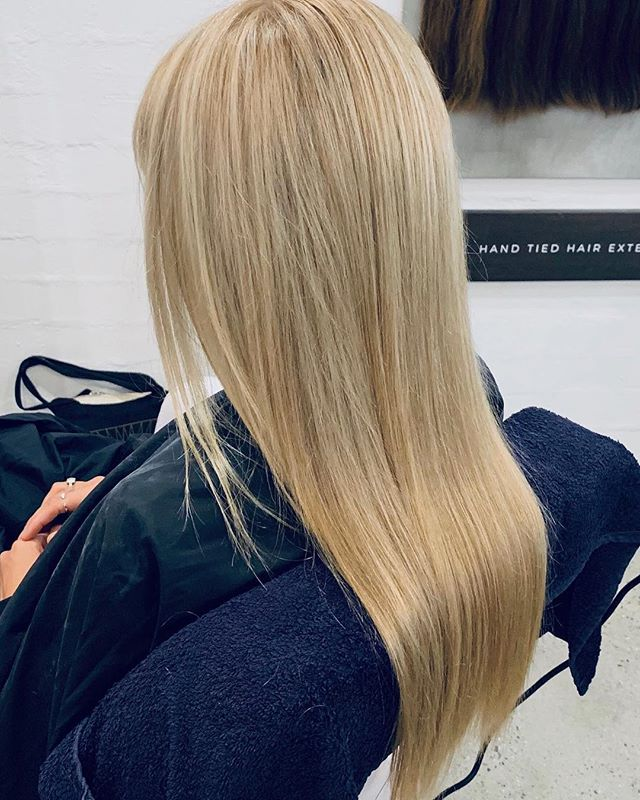 They say change is as good as a holiday. So why not change it up and treat yourself to one of our colour services or enhance your look with our range of @baileymaehairextensions 🙌🏼 We can customise a hair package to suit your desired colour and length. See our profile for more and to book 💛 . . . . . #byronbay #byronbayhairsalon #byronbayhairstylist #byronbayhaircolourist #byronbayhairdresser #byronbayhairextensions