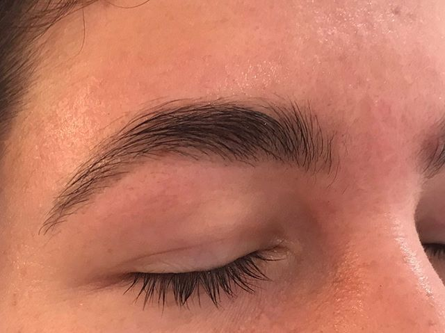 Treat yourself to a brow tidy up. $35.00 brow design appointments available Tuesdays, Thursdays, Fridays and Saturdays 💆🏻‍♀️👁 . . . . . #bythelovinggypsies #byronbay #byronbaybrows #byronbaylashes #byronbayhairandmakeup #byronbaybrowsandlashes #byronbayhairsalon #byronbayhairdresser #byronbayhairstylist