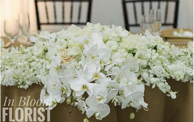 Beautiful orchid sweetheart table centerpiece ✨ #venturacountyflorist #805 #floraldesign #sweethearttabledecor #orchid