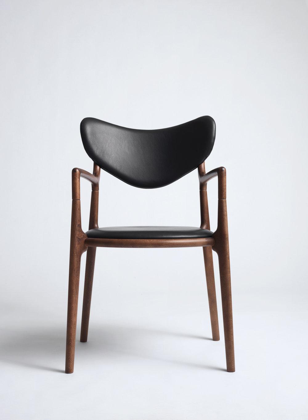 Salon_Chair_Brown_Beech_Black_Leather_Asger_Soelberg_01.jpg