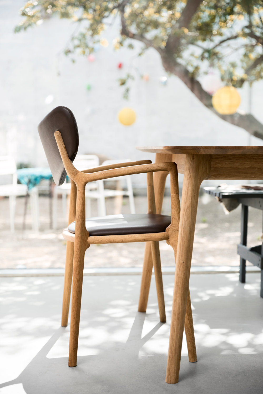 Salon_Table_Salon_Chair_Asger-Soelberg_03.jpg