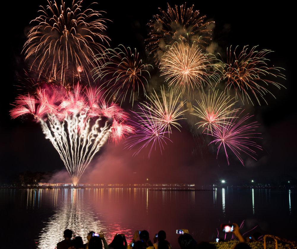 Fireworks-licensed-freepik-RCHdT-89.jpg