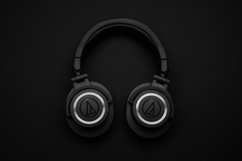 audio-electronic-headphones-1649771.jpg