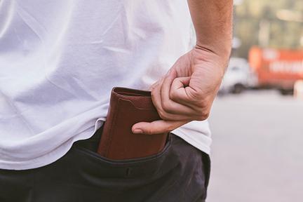 man-no-wallet-pocket-wp